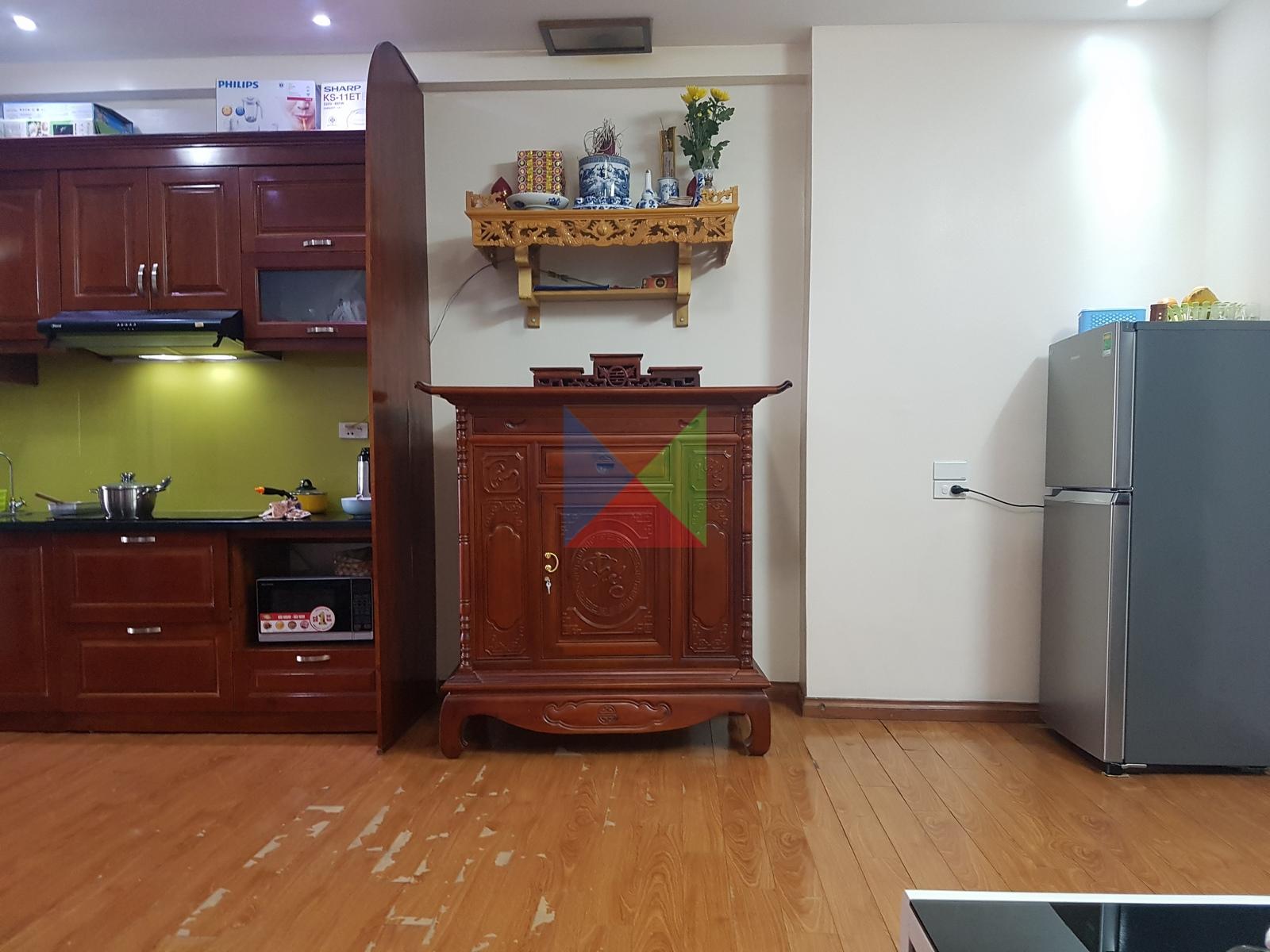 Tủ thờ kích thước 127 cm trong nội thất căn hộ