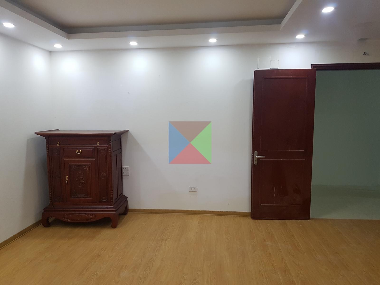 Tủ thờ kích thước 107 cm trong căn hộ