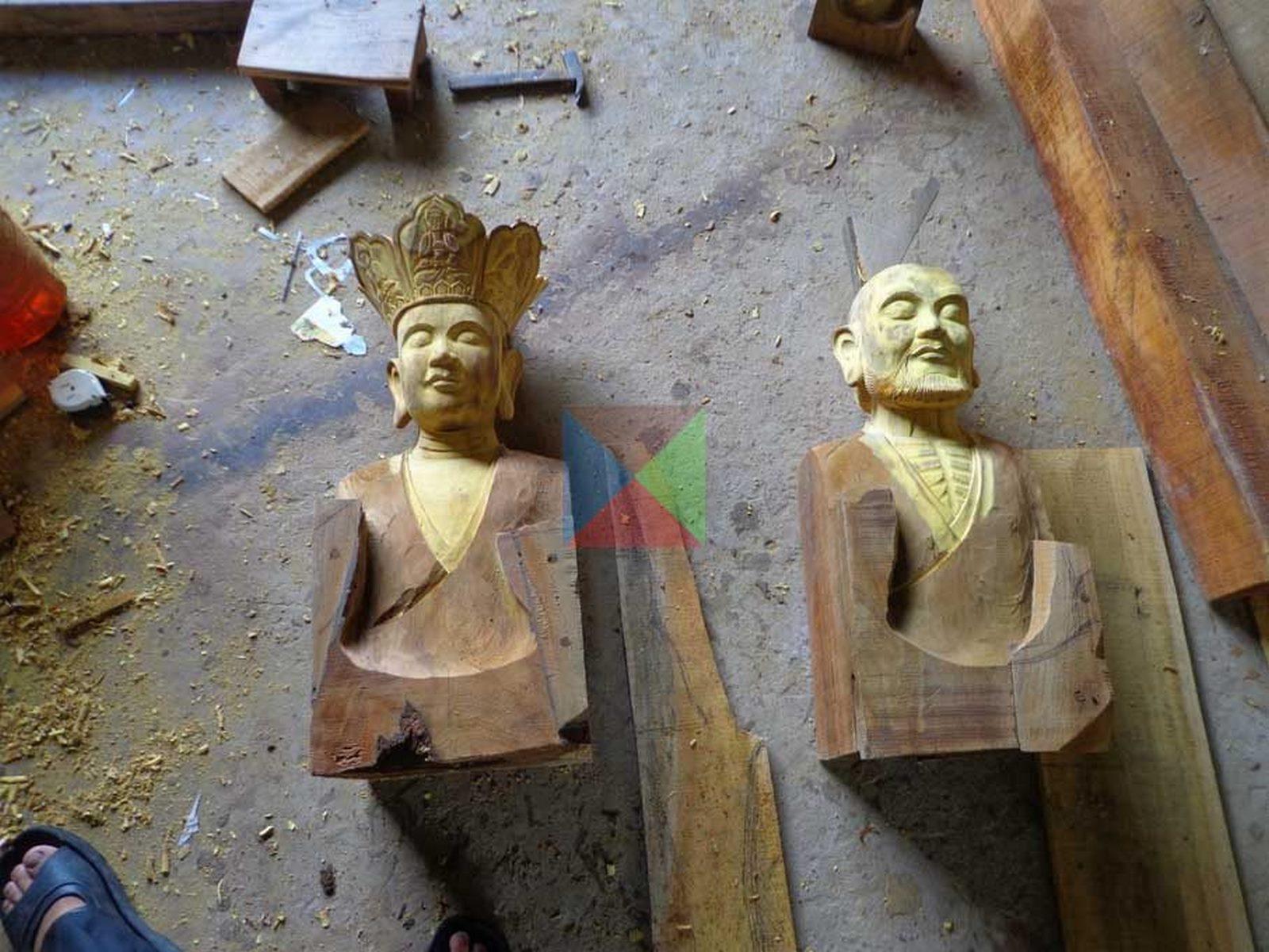 Tạc tượng bằng gỗ mít